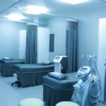 Meble medyczne – gotowe czy na zamówienie?